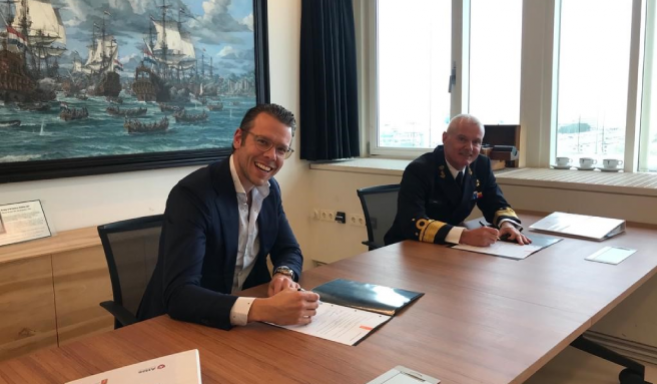 C-ZSK VADM Rob Kramer together with Atlas Professionals Commercial Manager Robin van Woerden during the contract signing
